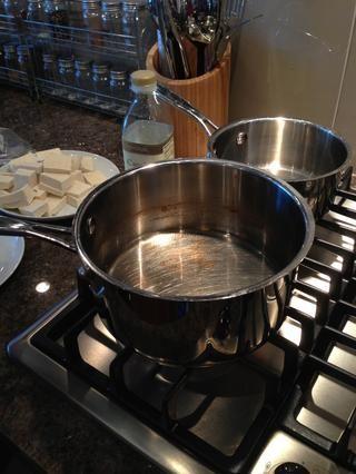 Llenar una cacerola con aceite (1/4 pulgada de alto). Fuego alto Med