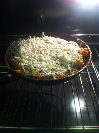 Después de 20 minutos puso todo en el horno durante 3 minutos de sacarlo queso poner en ella y lo puso de nuevo en el horno durante 5-7 minutos para hacer el queso listo