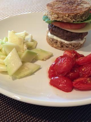 Disfrute de su gourmet Sous-Vide hamburguesa! Para obtener más información sobre Sous-Vide cocinar, ir a: http://bit.ly/108MZbp