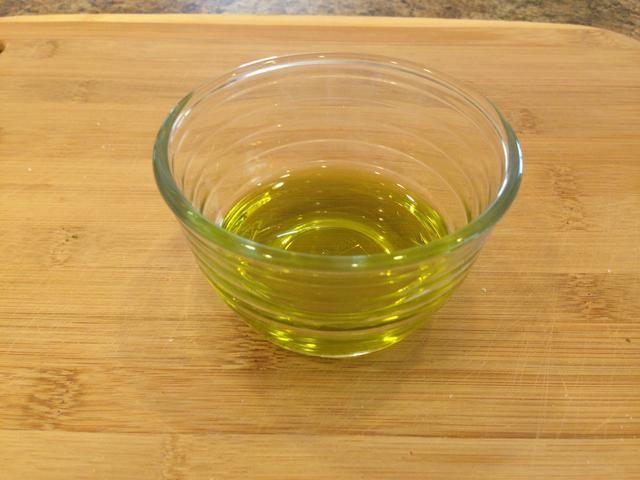 Usted necesitará aceite de aproximadamente 1/4 taza de oliva.