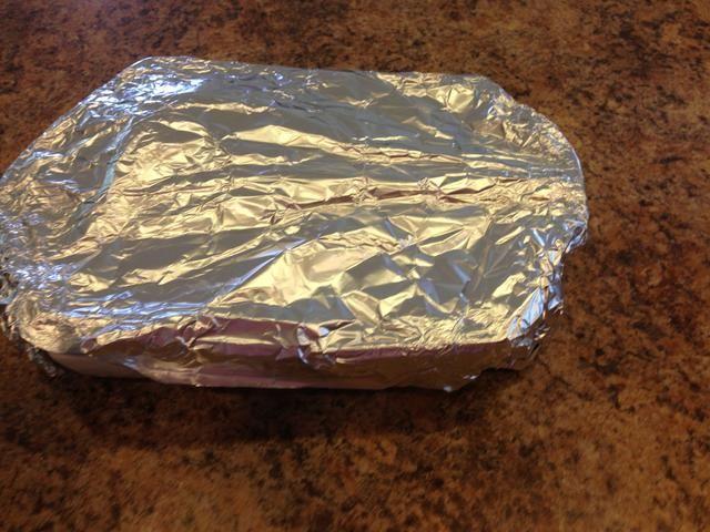 Cuando se hace el pollo llevarlo a la parrilla y Asegúrese de cubrir con papel de aluminio. Este paso es fundamental! Cuando usted cubre el pollo sella el calor y permite que el pollo para descansar.