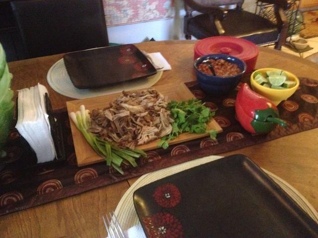 Servir con cebolla picada, limón, cilantro y tortillas calientes. Sirvo con salsa fresca y frijoles charros vegetarianas