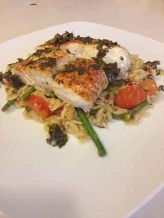 Placa, orzo, pescado y salsa de limón perejil! ¡Disfrutar! Sígueme y echa un vistazo a mi página de Facebook El amor de las creaciones culinarias