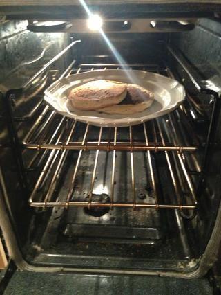Mantenga panqueques cocidos en el horno a 150 para que se mantengan calientes.