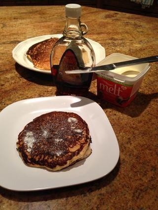 Añadir la mantequilla y jarabe de arce real.