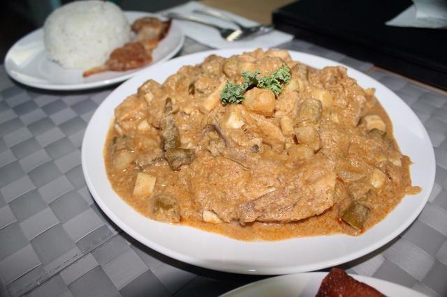 Me encanta el sabor de okra y brotes de bambú en el curry así que añadí en este plato. Aún así el buen gusto y sin limón y hojas.