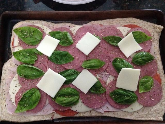 Me corté el queso mozzarella en 1/4 s y la puse encima de todos los demás ingredientes.