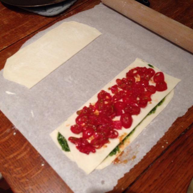 Ahora pon los tomates cherry en la parte superior