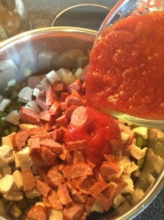 Agregue los tomates.
