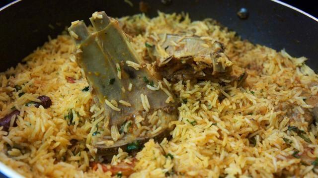 Mezclar el arroz con carne de cordero hervido y todo el gramo mixture..That's it one of the tastiest and high content of protein food is ready!!! Yeah it's