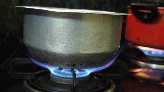 Hervir la mitad del arroz basmati. Mediciones: durante 2,5 tazas que tienen que tomar 5 tazas de agua.