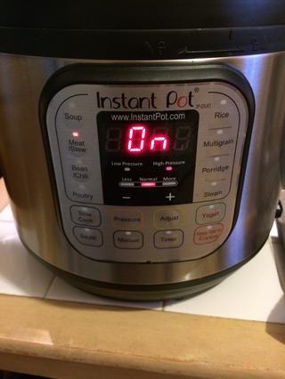 Pulse el botón de la carne / guiso. 35 minutos. NPR.