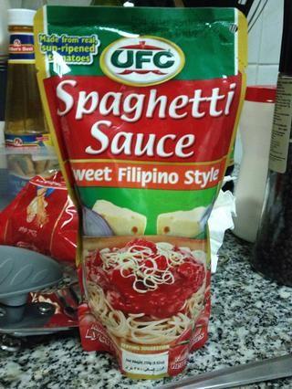 Salsa Filipino estilo spaghetti dulce o cualquier salsa de espagueti te gusta.