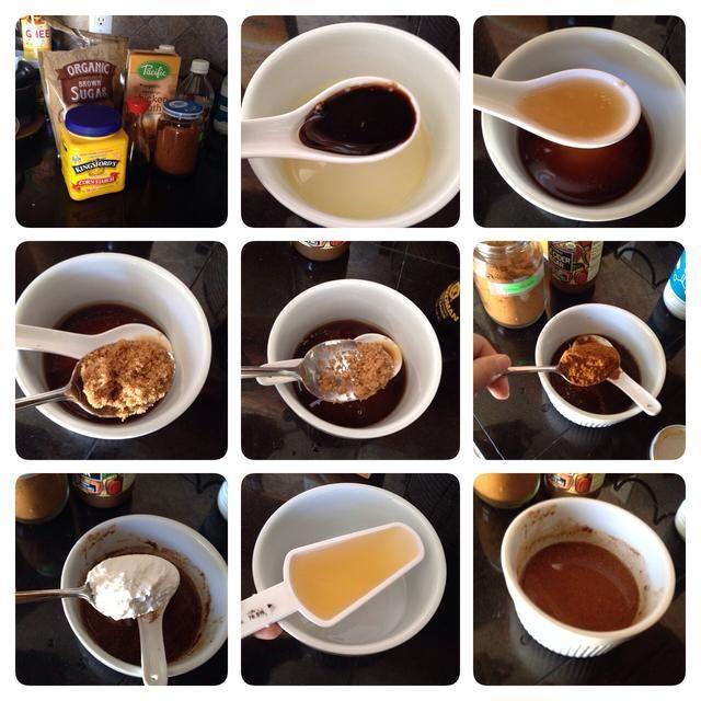 Mientras tanto, mezcle el caldo de pollo, la salsa de soja, el vinagre, el azúcar morena, polvo de curry, y la maicena. Dejar de lado.