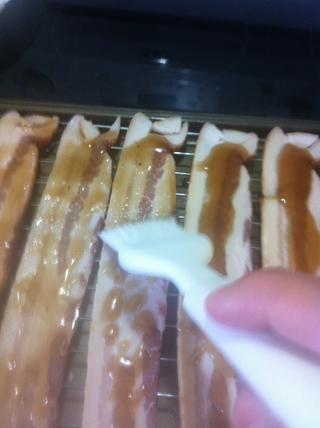 Cepillo en la mezcla de jarabe