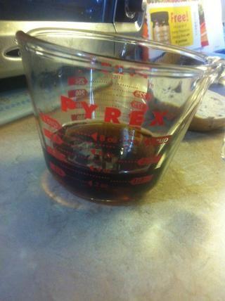 Vierta 1/2 taza de jarabe