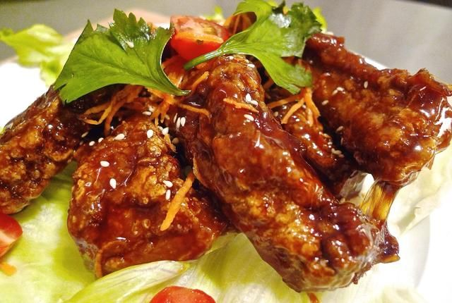 Estas costillas marmite son absolutamente deliciosos y's one of my family's favourite. It's tender and juicy on the inside and slightly crispy on the outside. So Enjoy!huangkitchen.com