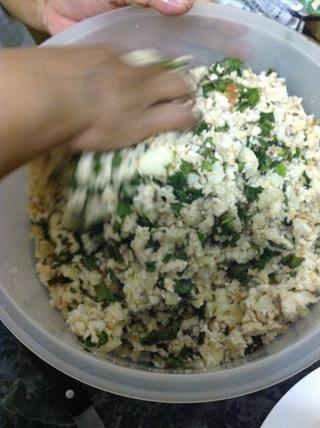 Mezclar menta, pan, patatas a fondo