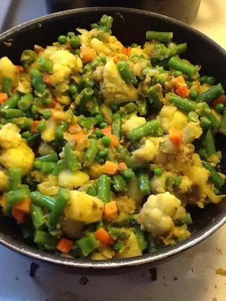 Añadir todas las verduras y mezclar bien