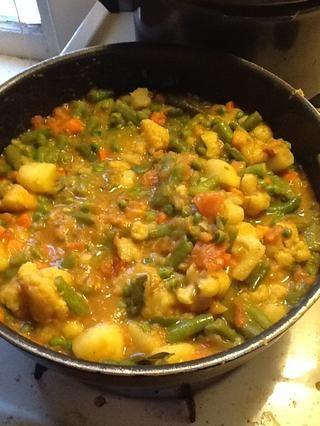 Agregue los tomates puré al plato y mezclar bien