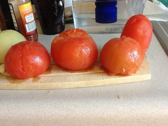 Tome la capa superior de los tomates