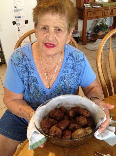 Cómo cocinar Nonna's Meatballs Recipe