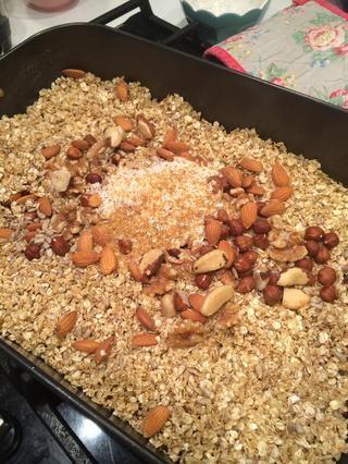 Agregue el salvado de trigo y escamas de sal
