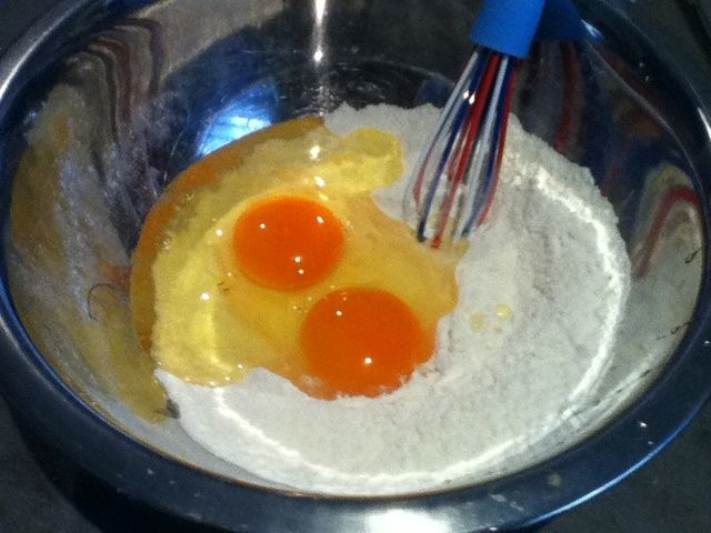 Ahora's time to add the eggs...!