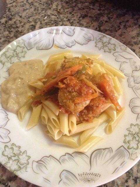 Cómo cocinar pasta con albóndigas y Potatoe Mash Gravy Receta