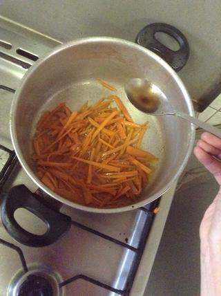 1 cucharada de salsa de soja y 1 cucharada de vinagre