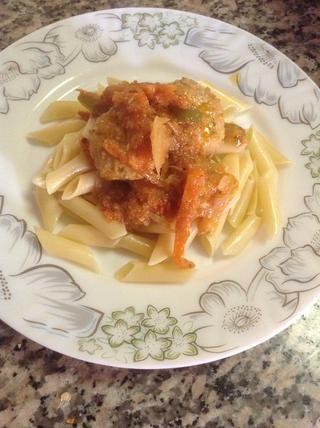 Coloque la pasta y poner las albóndigas con salsa y servir caliente. :)