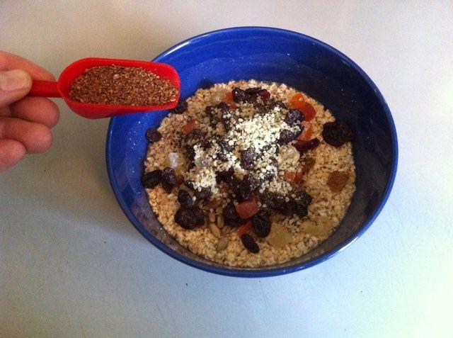 Añadir una cucharada de semillas de lino de tierra para arriba.