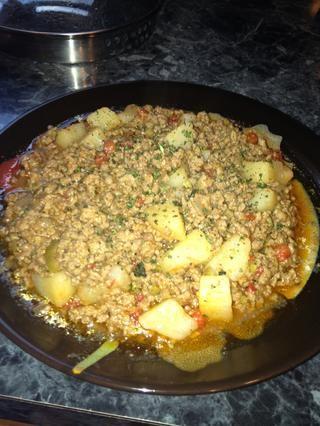Usted puede disfrutar de este sobre el arroz blanco o usted puede usar esto para rellenar una empanada. :)