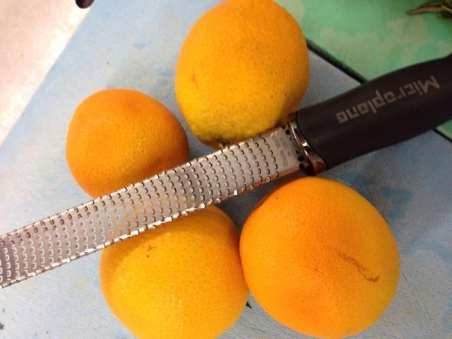 Utilice un plano micro en Zest la naranja.