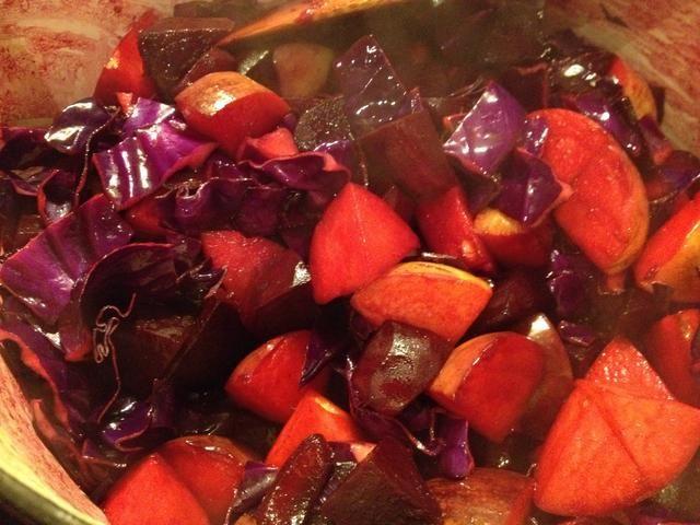 Añadir a la olla y revuelva. Cocine durante un par de minutos, hasta que todo esté suave, pero todavía un poco crujiente
