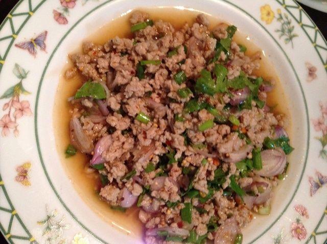 Cómo cocinar ensalada de cerdo en la receta de estilo tailandés