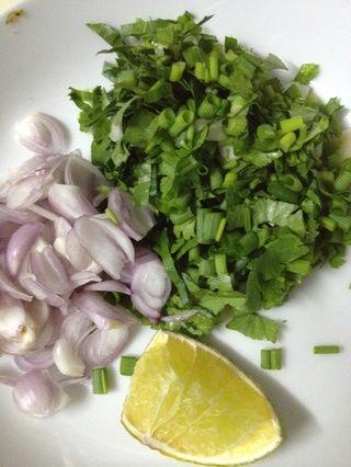 Chob vegetal, cebolla roja, jugo de limón y mezclar