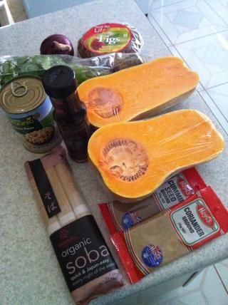 Ingredientes pueden ser obtenidos en un supermercado local. (Fideos y aceite de sésamo son opcionales.)