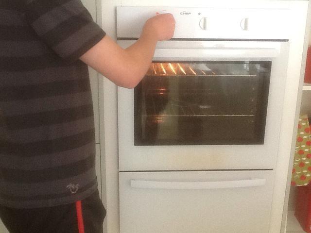 Precaliente el horno a 200 grados