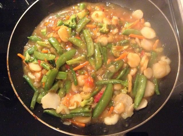 Añadir la salsa de sofrito (que había sido anulado) a la sartén y cocine a fuego medio durante tres a cinco minutos.