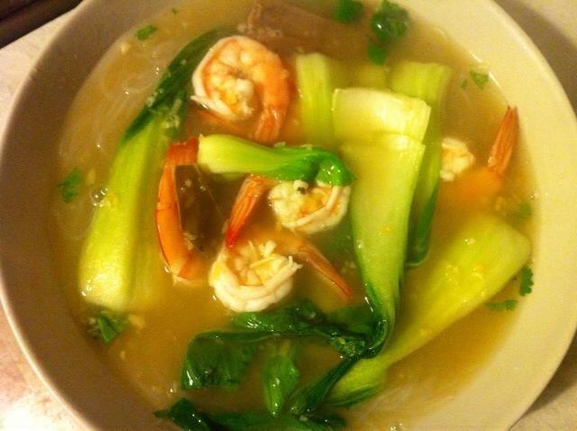 Añadir la leche de coco y salsa de pescado en olla revuelva bien y servir con cilantro y fideos ... Disfrute