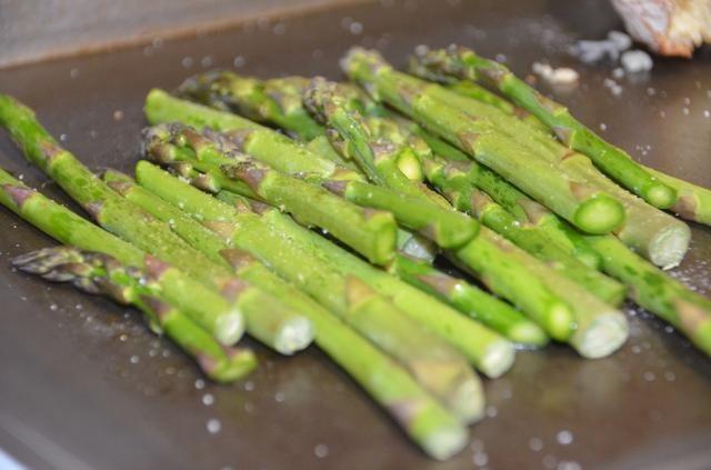 Coloque la bandeja en un horno caliente previamente durante 10 minutos a 400 grados F.