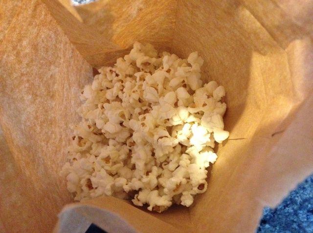 Cómo cocinar palomitas de maíz regulares en la receta de microondas