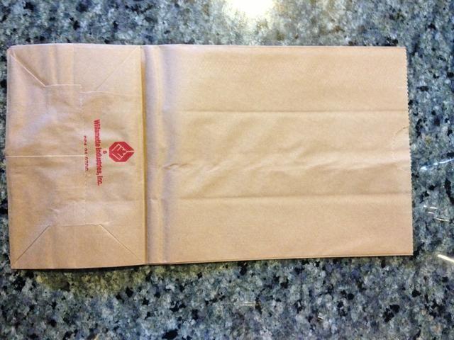 Esta es nuestra bolsa de papel marrón llano