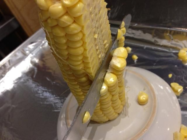 Cortando granos ... así que la tierra en la bandeja del horno!