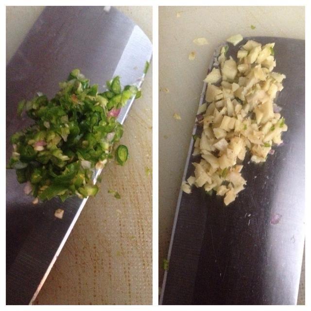 Picar los chiles verdes y el jengibre (chiles se pueden agregar de acuerdo a su gusto).