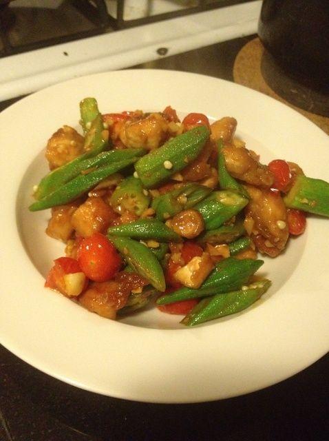 Cómo cocinar simple receta Okra Tomates Pollo