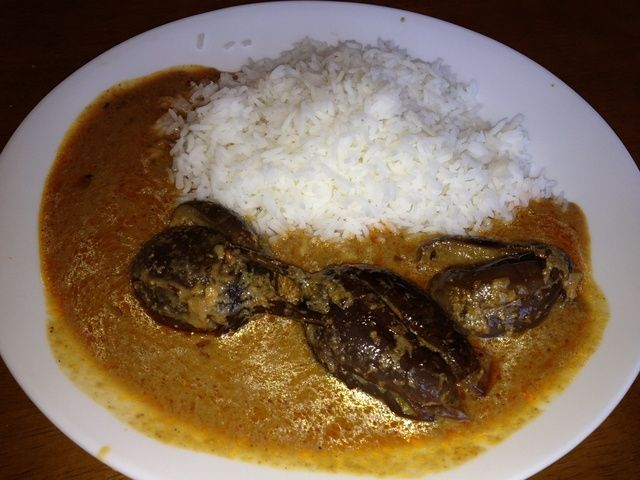 Servir con un poco de arroz y disfrutar de la comida :)