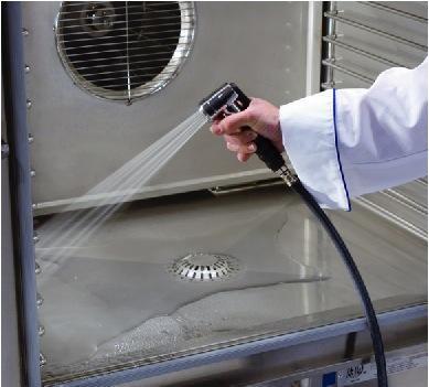 Enjuague completamente lejos de todo limpiador residual para garantizar el horno está listo para el siguiente uso