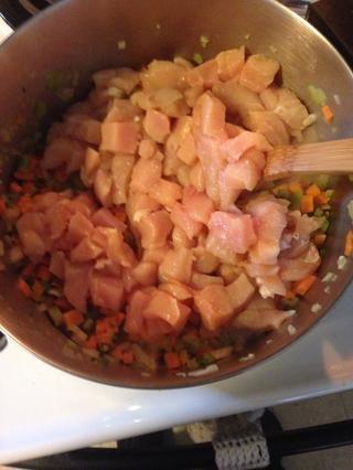 Agregue el pollo.
